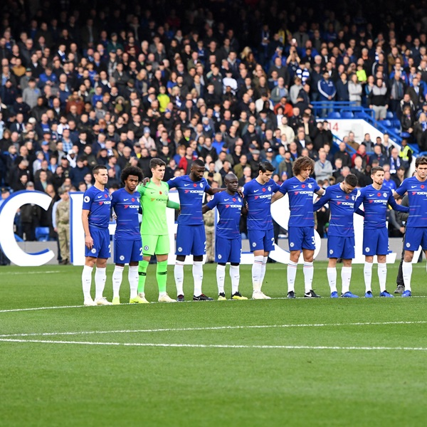 Chelsea players observe a silence for Remembrance Day at Stamford Bridge