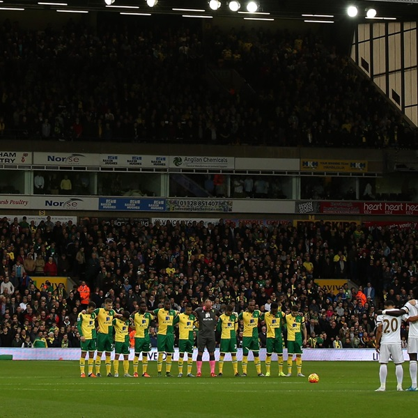 Norwich and Swansea City players remember fallen members of the Armed Forces