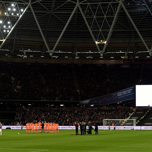 Minutes Silence for poppy day of West Ham United