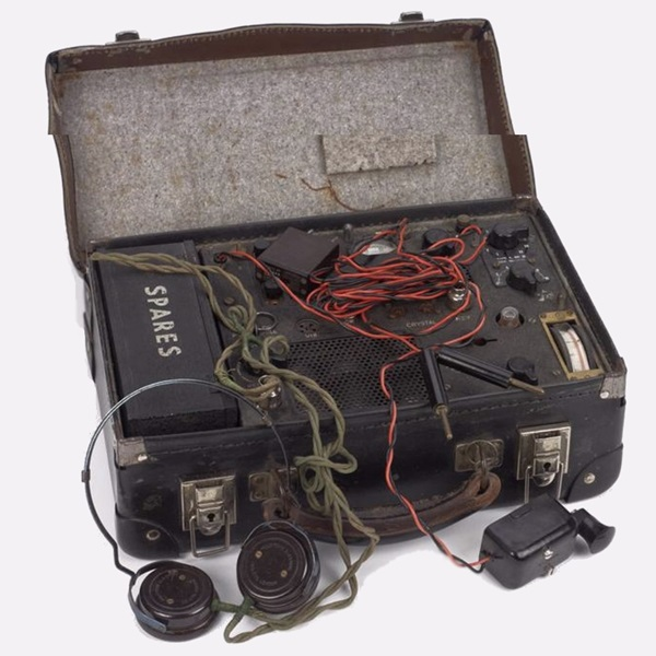 Suitcase radio