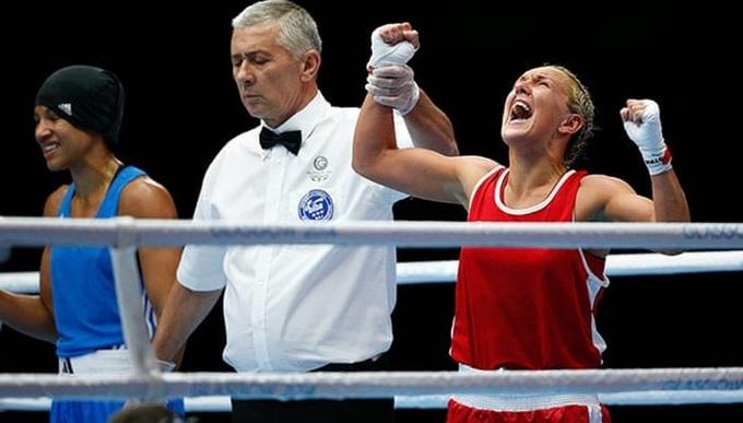 Alanna Nihell winning a boxing match.
