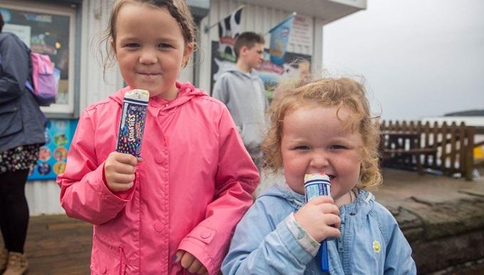 Melissa's daughters eating ice cream