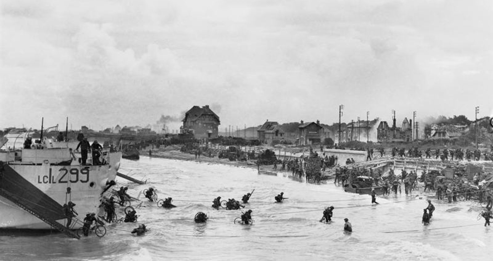 Troops of 9th Canadian Infantry Brigade disembarking with bicycles onto Nan White beach, 6 June 1944.
