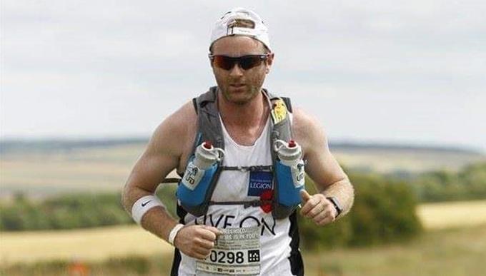 Dan Darkes running at a 100k event
